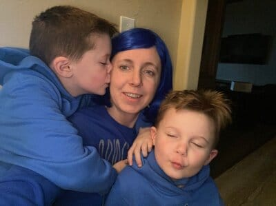 Leah wearing blue for colorectal cancer awareness